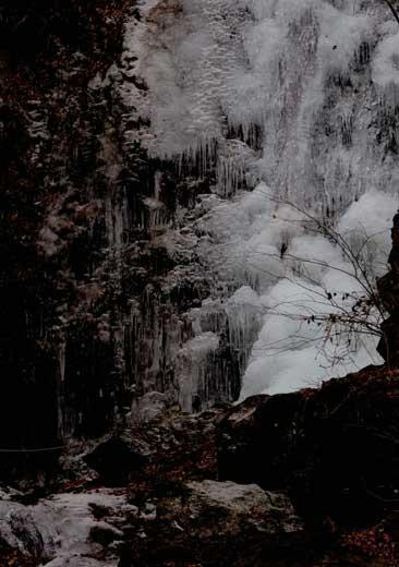 払沢の滝(全面凍結)