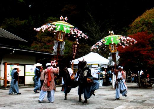 伝統の秋まつり・川野獅子舞