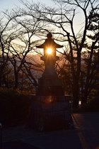 第16回 東京サマーランドB賞 石灯ろうに夕陽が灯る